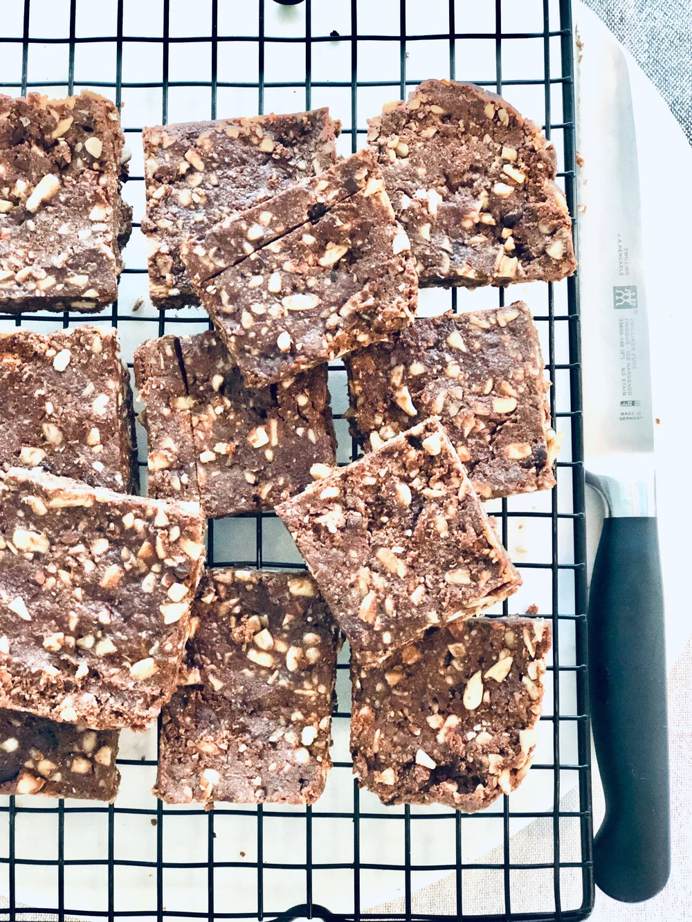 - Ingredients½ cup each sunflower, shredded coconut, Pepitas,¼ cup chia, vanilla protein powder , hemp seeds, goji berries 2 tbs Coconut oil½ tsp each cinnamon and vanilla Pinch quality saltMethodPan fry these ingredients in coconut oil, for 2 minutes until lightly crunchy. Melt ingredients below on low heat until chocolate melted. Mix dry ingredients through wet and pour into pan lined with baking paper. Put in fridge to set for an hour and then slice and try not to each all at once!1 block 90% dark choc¼ cup tahini½ tsp liquid stevia or sweetener of choice