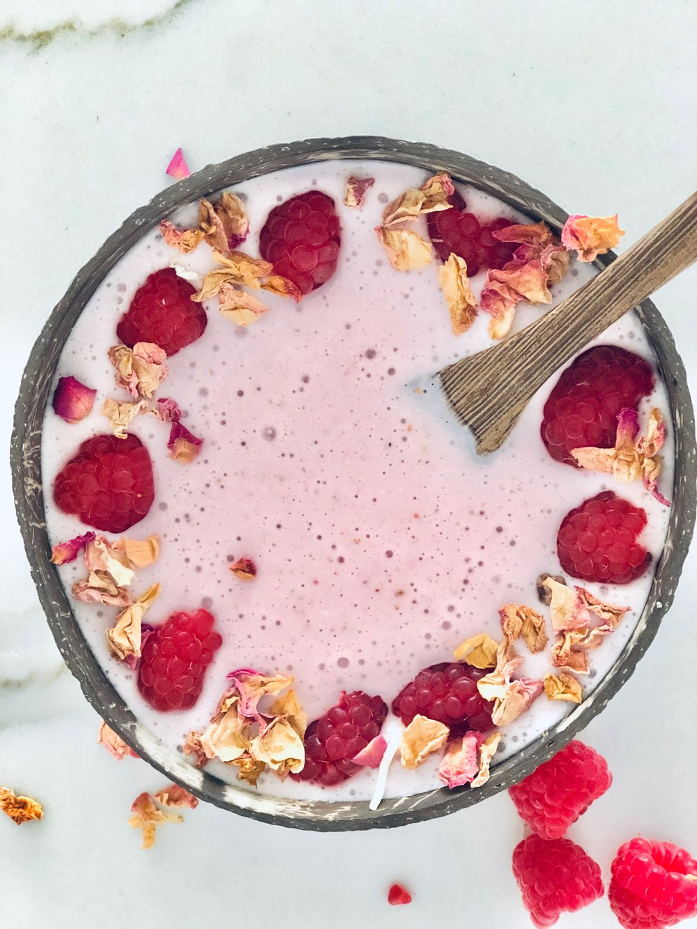 - Ingredients½ cup Ice½ cup of Fresh Raspberries 1 serving of Vanilla Protein 1 serve Collagen½ cup Frozen Coconut Chunks2 tbsp of Coconut Yogurt Dash of almond milkMethod Blend, top with fave toppings like these edible flowers & enjoy.