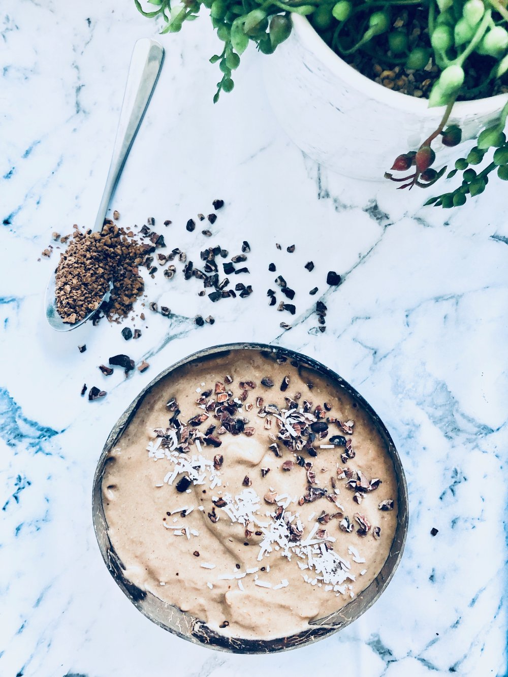 - Ingredients1 Frozen BananaA handful of frozen cauliflower1 tsp MCT oil - swap for coconut oil if you don't have any MCT oil1 heaped tablespoon of cacao powderA serving of choc proteinA serving of collagen1 - 2 teaspoons of coffee (depending on how strong you like it) 1 tablespoon of almond butter½ cup of almond milk (may need to add more or less depending on how thick you like your smoothies)TOPPINGS: Sprinkle of cacao nibs, a handful of my granola (recipe on website) or some nuts!MethodBlend, add your toppings and enjoy!