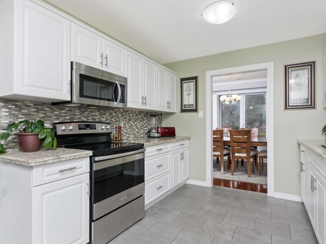 5207 Broughton Cres Burlington-MLS_Size-012-22-Kitchen-640x480-72dpi.jpg