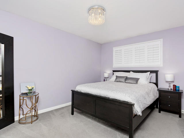 5207 Broughton Cres Burlington-MLS_Size-013-21-Master Bedroom-640x480-72dpi.jpg