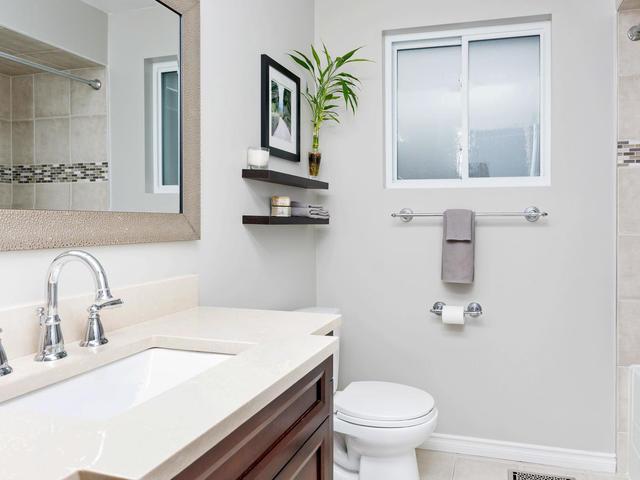5207 Broughton Cres Burlington-MLS_Size-016-11-Bathroom-640x480-72dpi.jpg