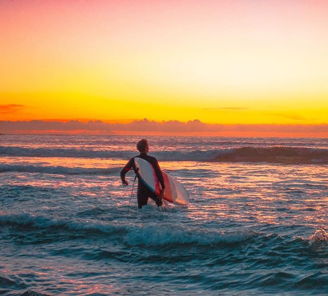 First one in the water 😁👍📷😎 #surfer #bondibeach #jj_theocean #snapsydney #sunrise #ig_colour #ig_sunrise #seascape #firstlight
