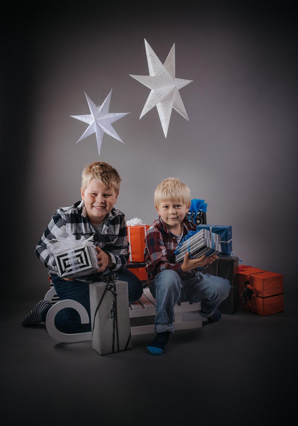 joulukorttikuvaus_Roni&riku_nettikoko-0388.jpg
