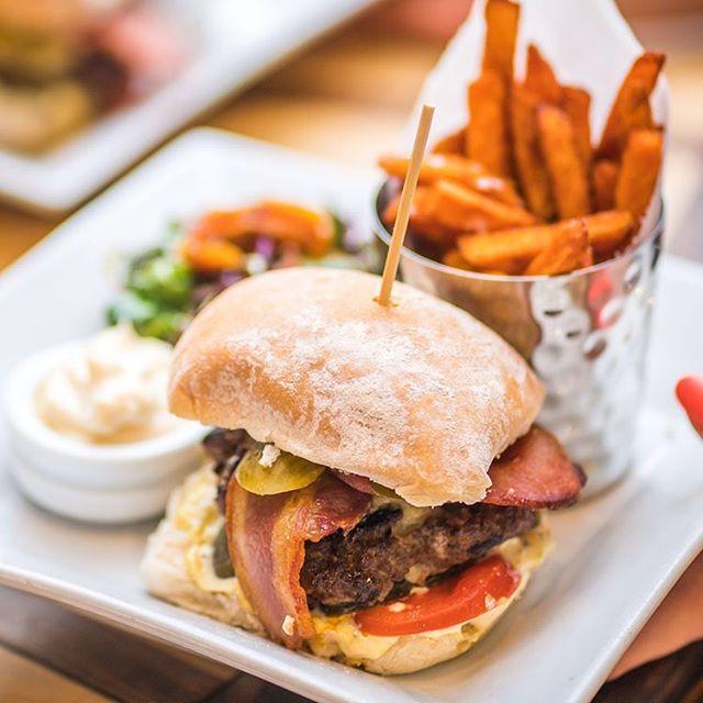 🍔Our Brasserie Burger: Somerset Beef, Worthy Farm Cheddar, Newton Farm Bacon & Salad, with our in-house sauce. Divine with sweet potato fries  #6oz #12oz #burger #burgers #burgersandfries #sweetpotatofries #burgerporn #localburger #somerset #eatlocal #localproducr #cheddar #burgermania #burgerholic #burgerfest #batheats #bathdrinks #igersbath #bathuk #brilliantbath #eatmeat #eatlocal #healthyfood #healthydinner #keepitlocal #visitbath #restaurantlife #brazkitchen #farmtofork #foodphotography