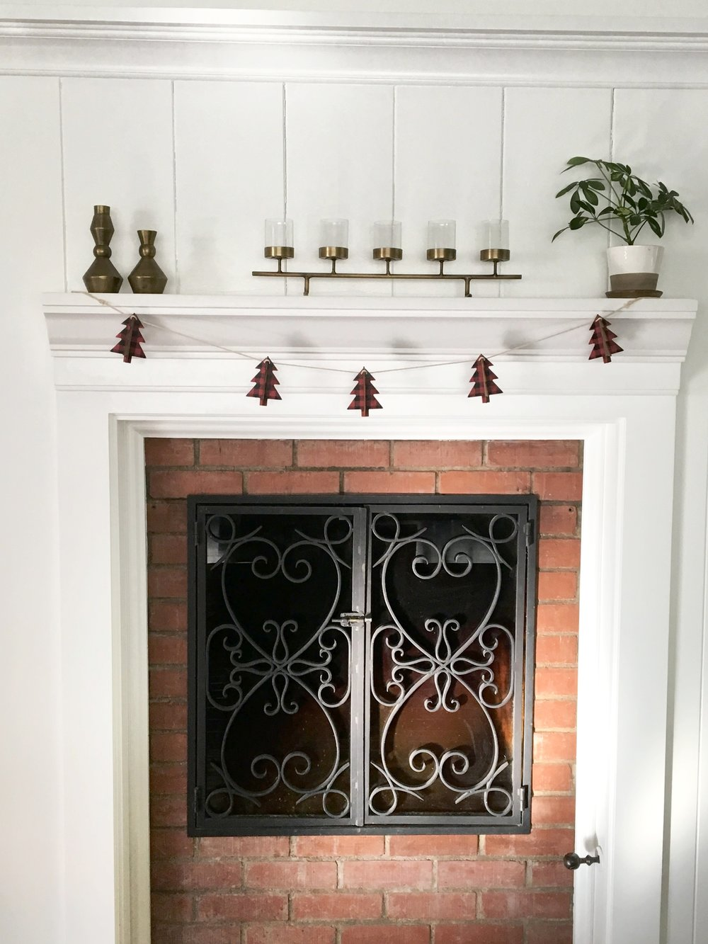 Simple mantle decor