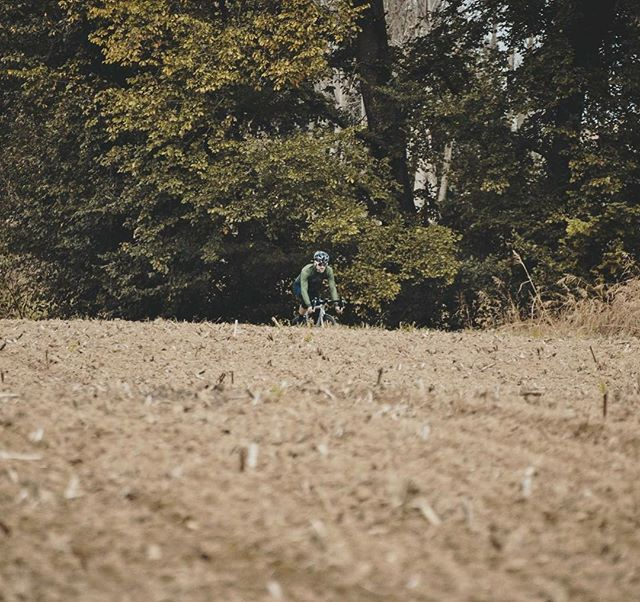 AUTUMN COLORS  #ridemem #rideinstyle #autumn #autumncycling #cyclingapparel #cyclingoutfit #cyclingmood #cyclingshot #instacycling #cyclingjersey #stravaphoto #stravacycling #cyclingmoments #cyclingporn #cyclingpics #outsideisfree #photooftheday #cyclingaddict #cyclinglife #cyclinglove #autumnoutfit #autumnstyle #autumnvibes #cyclingjacket #cyclingculture #cyclingroad #cyclingkits #igerscycling #cyclingcouture