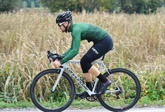 La primavera si sta avvicinando... Pronti per una nuova avventura!  #ridemem #rideinstyle #cyclingkits #igerscycling #vintagecycling #ridewithus #cyclingphotos #picoftheday #cyclingapparel #cycling #cyclinglife #violet #cyclingjersey #kitfitcycling #stravaphoto #cyclingchic #cyclingaddict #wtfkits #soundofthesilence #cyclingpics #cyclingshots #outsideisfree #ridehard #intothewild #lovecycling #instaphoto