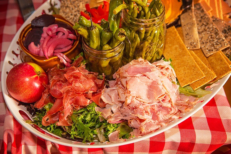4. BBQ PARTIES PLATTER HAM AND VEGGIES.jpg