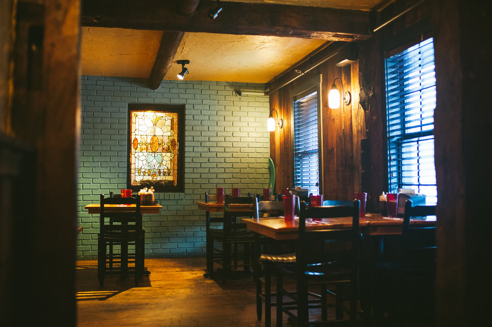 Bluebird BBQ | Dining Room