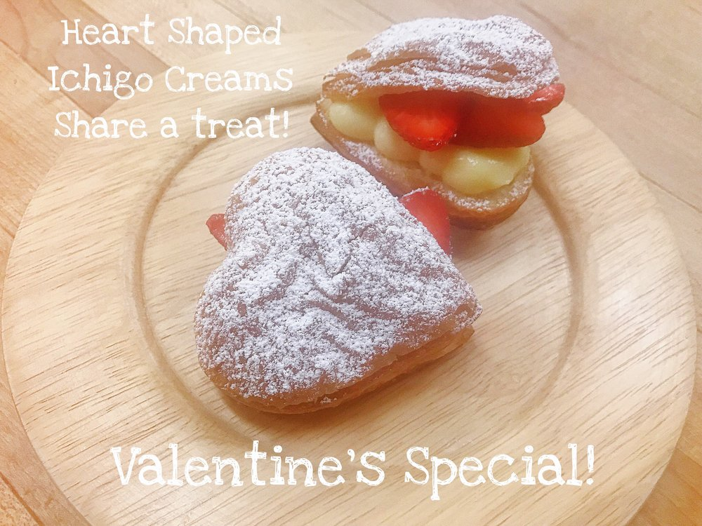 - Freshly baked flakey heart shaped croissant shells filled with a rich homemade custard cream, topped with slices of fresh strawberries, and dusted with powdered sugar!The perfect gift for someone special, or all to yourself!可愛らしいハート形の焼きたてサクサクなクロワッサンにまろやかな自家製カスタードクリームと甘酸ぱい苺をたっぷり入れ、仕上げに粉砂糖を満遍なくまぶした当店大人気商品、いちごクリーム!ハート形はバレンタイン限定となっております。日頃の感謝を込めたプレゼントにいかがでしょうか?