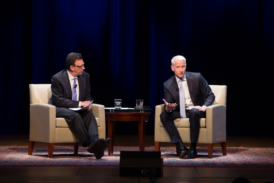 Frank Sesno interviews Anderson Cooper at on the George Washington University campus.