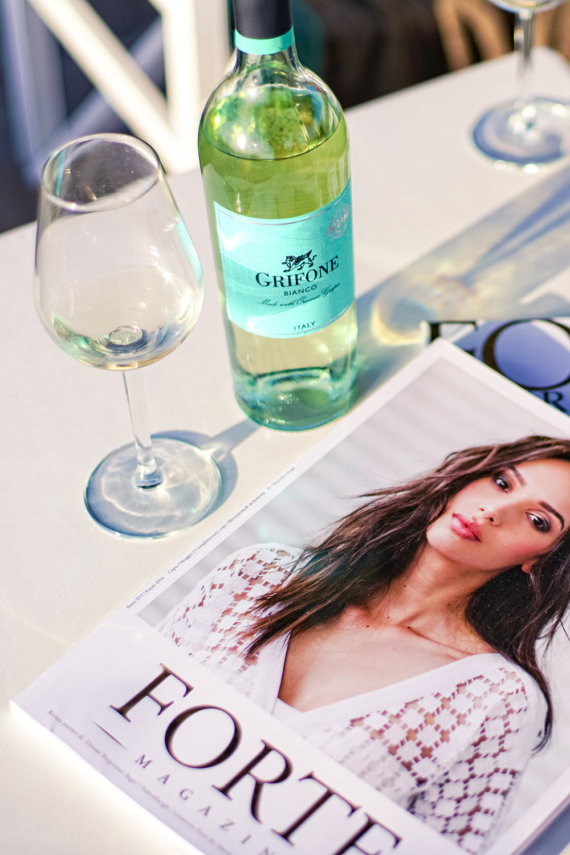 reading outside fashion magazine this spring