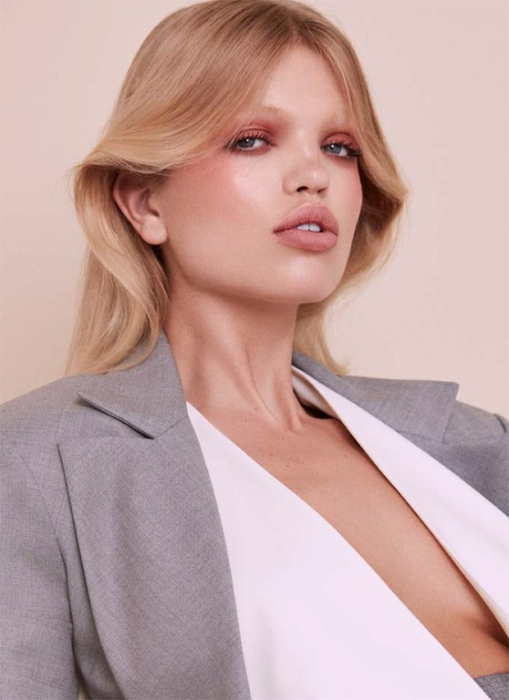 Daphne-Groeneveld-by-Zoey-Grossman-for-Issue-Chile-No.18-4.jpg