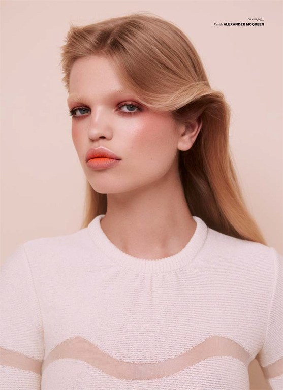 Daphne-Groeneveld-by-Zoey-Grossman-for-Issue-Chile-No.18-9.jpg