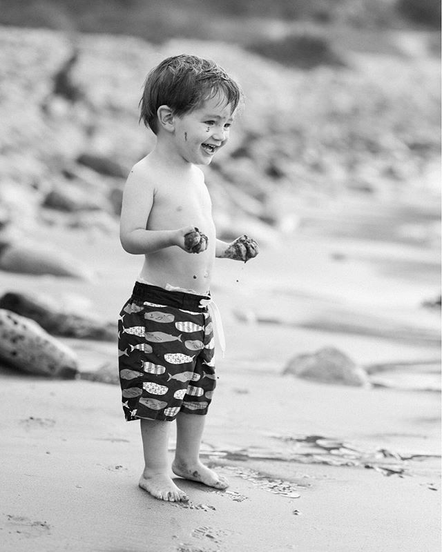I think we found Cole's happy place. @ncolich  #documentaryfamilyphotography #palosverdesfamilyphotographer #socalfamilyphotographer #beachfamilyphotos #childhood #fujigfx50s