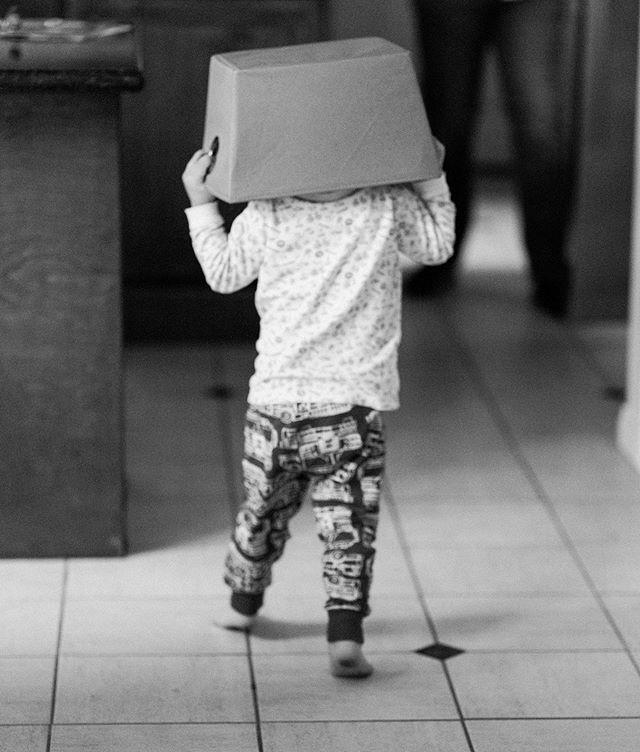 new hat. @ashleycyoung80 #losangelesfamilyphotographer #documentaryfamilyphotography #candidchildhood