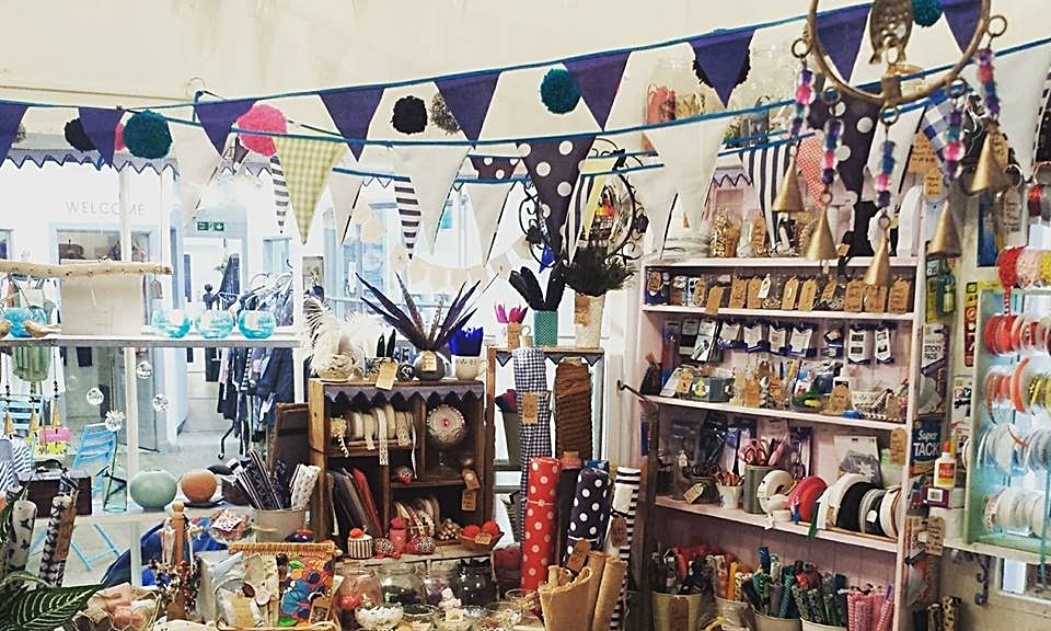 MAKERS BOUTIQUE STUDIO - A creative studio shop stocking a fabulous selection of handcrafted gifts, fabric, haberdashery, yarn & crafty bits. Sewing machine services and repairs available. Bespoke childrens birthday parties arranged upon request.