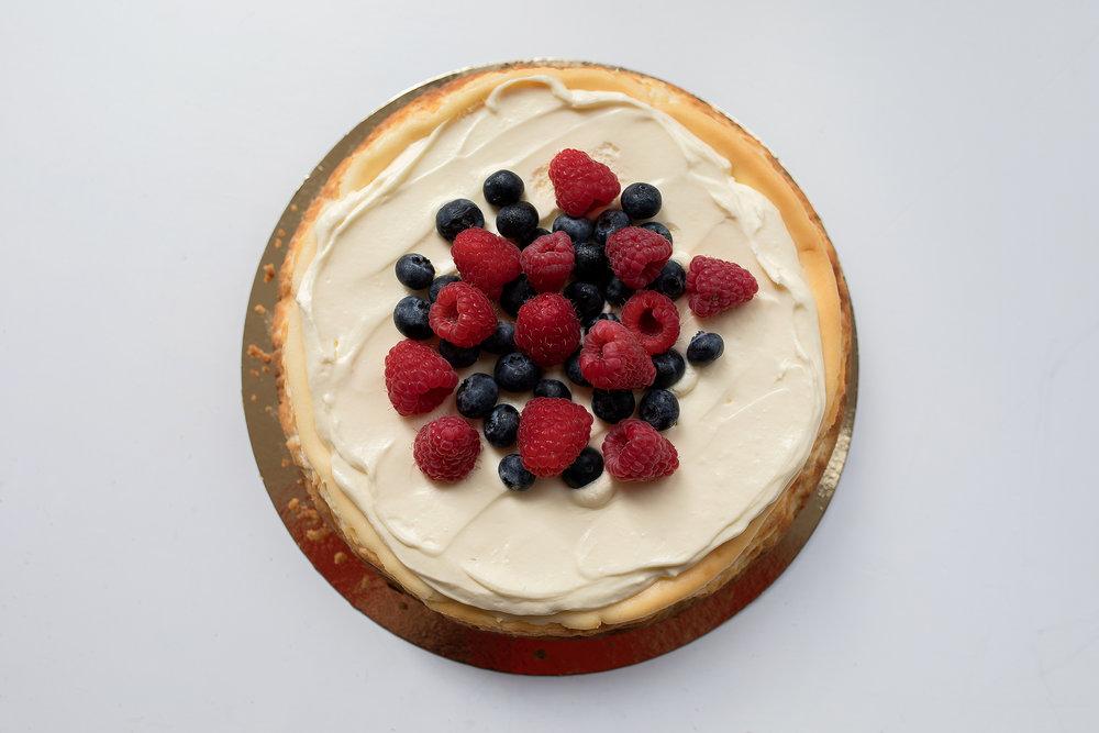 Cheesecake - Cheesecake met een frisse citroensmaak, goed voor ongeveer 12 personen. Prijs: 33,50