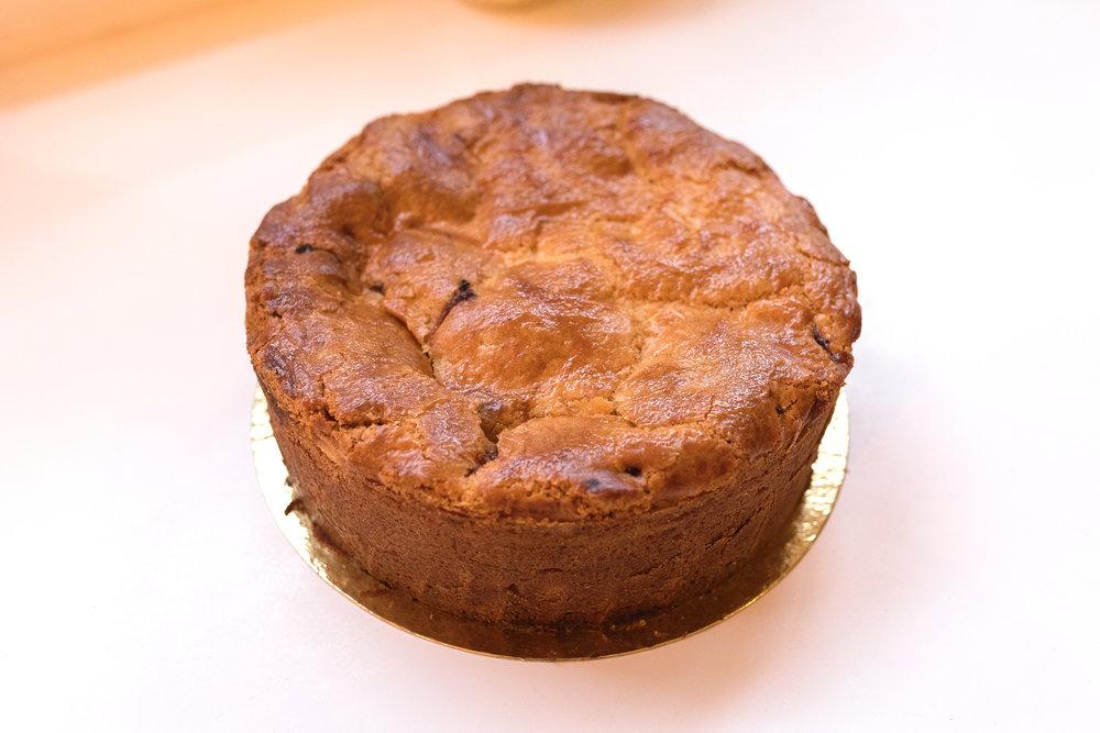 Apple pie - Heerlijke zelfgemaakte appeltaart met minstens 2KG appels van de lokale groenteboer, de taart is goed voor 10 personen. De prijs van deze taart is 32,50.
