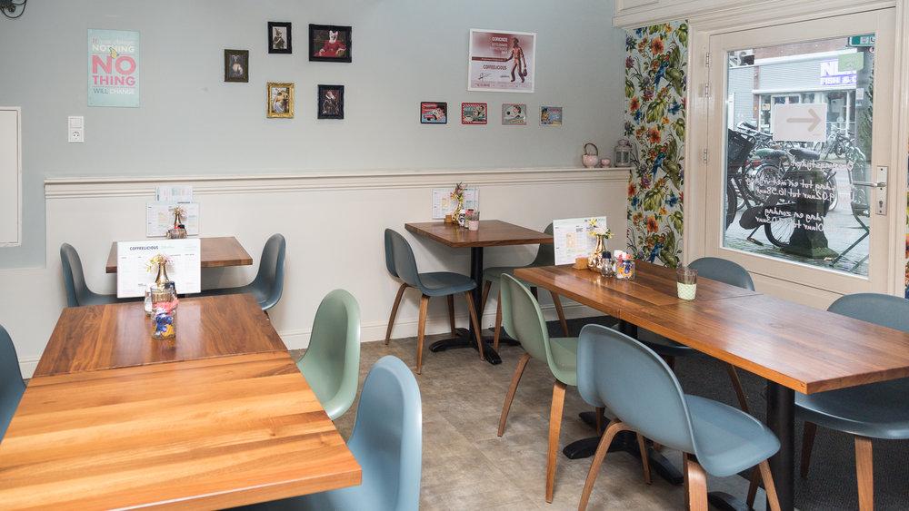 """""""Eén van de leukste en lekkerste ontbijt- en lunchrooms van Rotterdam vind je aan de Nieuwe Binnenweg. Coffeelicious is een gezellige lunchroom met gecertificeerde barista's die eer doen aan de naam van de knusse eetgelegenheid."""" - HTSPT"""