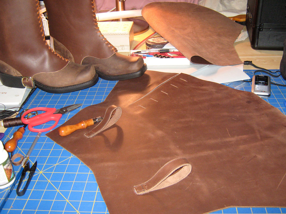 custom-pirate-boots-leather-stitching003.jpg