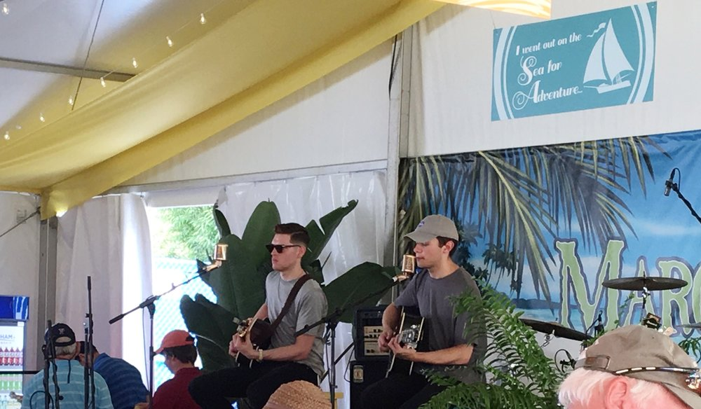 Finally got to see Alec Bailey, an artist I've been a fan of for a long time, perform in person. He performed at the Wyndham on Friday.