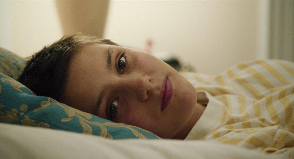 Det unge skuespillertalentet Ruby Dagnall uttrykker et bredt register av følelser hos fosterhjemsbarnet Rosemari.