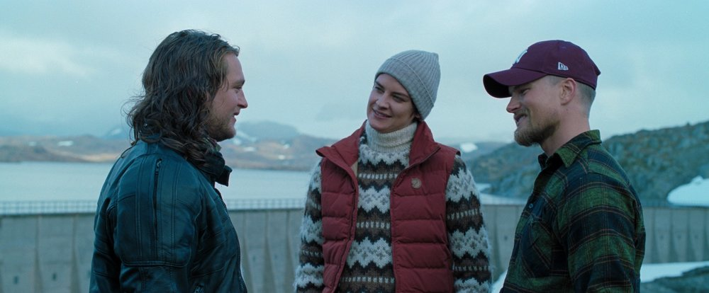 Tre venner med fortid i Afghanistan skal på fjelltur i Norge: Viktor (Benjamin Helstad), til venstre, Charlotte (Heidi Toini) og Adrian (Mads Sjøgård Pettersen).