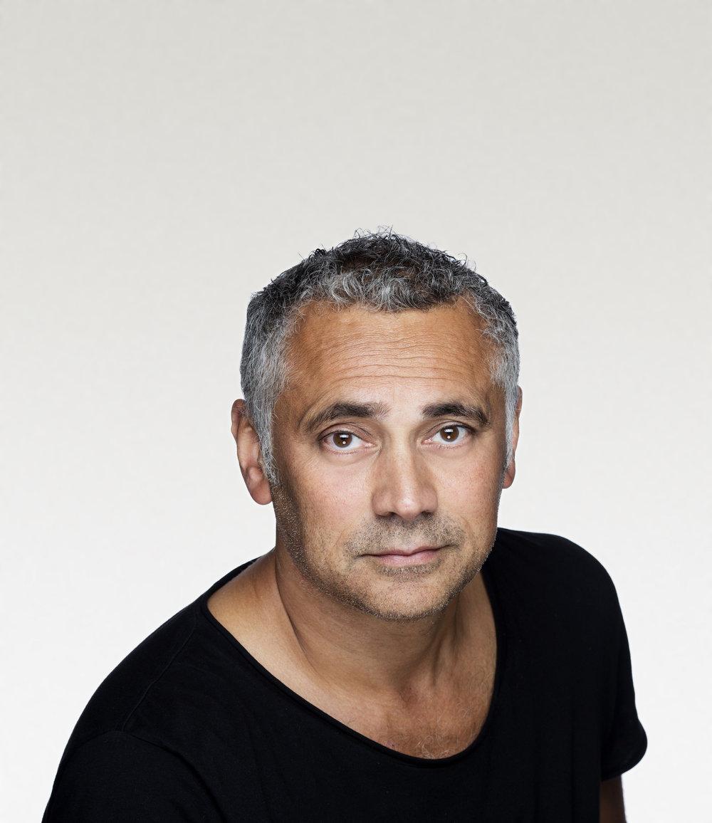Ivo de Figueiredo er sønn av en inder oppvokst på Zanzibar og en norsk kvinne fra Bamble i Telemark. Nå har han skrevet sagaen om en familie som utvandret fra Goa i India.