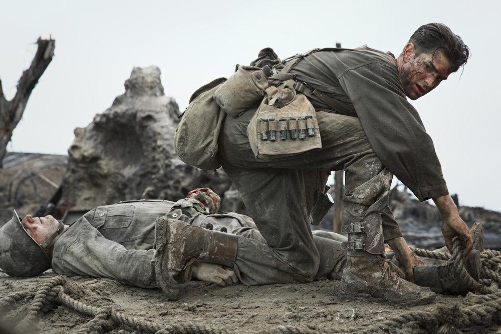 Desmond Doss (Andrew Garfield) klarte på mirakuløst vis å berge 75 medsoldater og befal, til alles enorme overraskelse, noe som senere ga ham USAs høyeste militære æresmedalje.