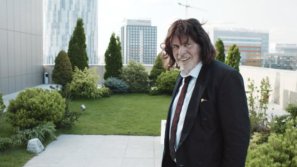 Winfried forvandler seg til konsulenten Toni Erdmann (Peter Simonischek).