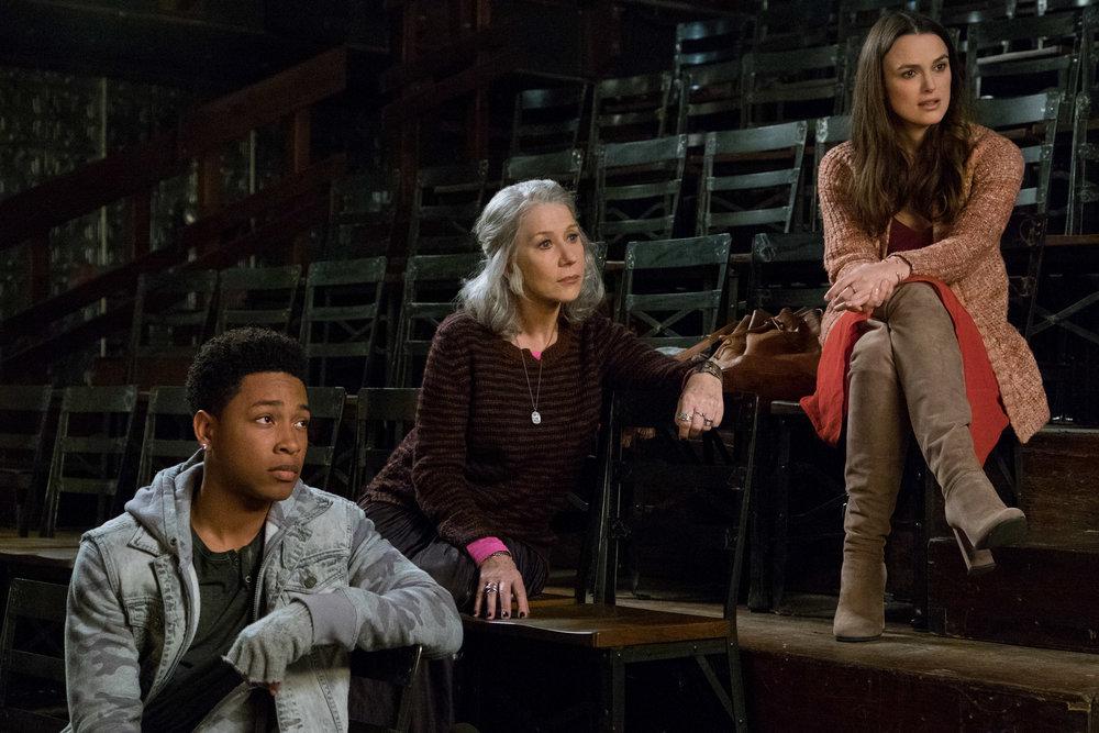Tiden (Jacob Latimore), Døden (Helen Mirren) og Kjærligheten (Keira Knightley) skal møte Howard.