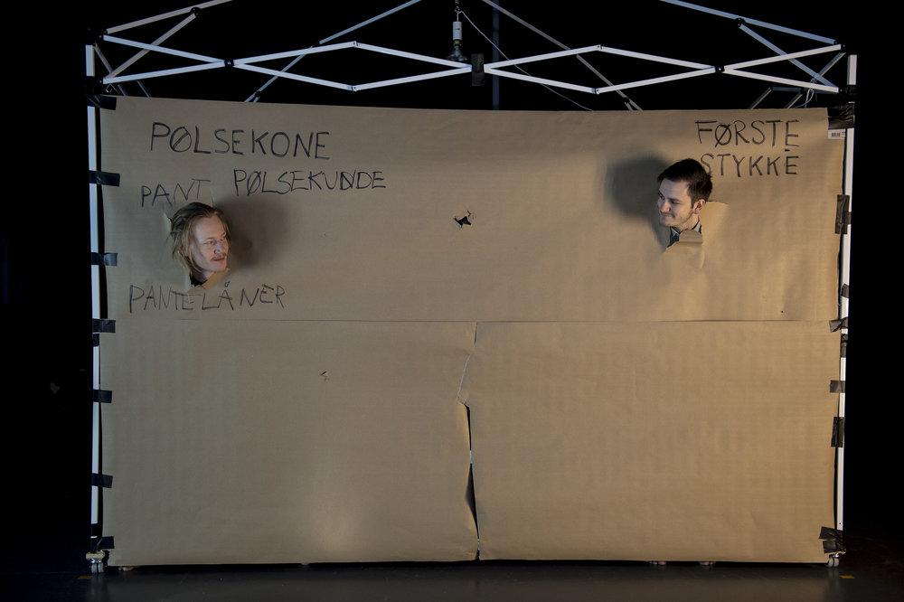 Pølsekonen (Lars August Jørgensen), til venstre, og det sultne jeg (Joakim Borgen).