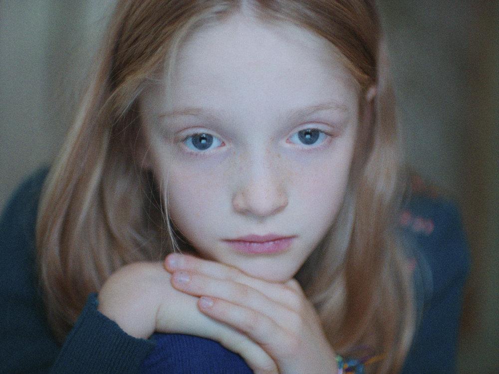 10 år gamle Storm (Tindra Hillestad Pack) ordner verden etter regler.