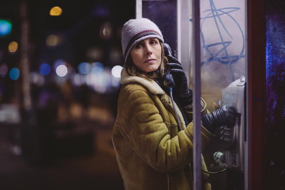 Kari Bremnes spiller journalisten Harrieth Hansen som jobber i avisa Nordlys i Tromsø.
