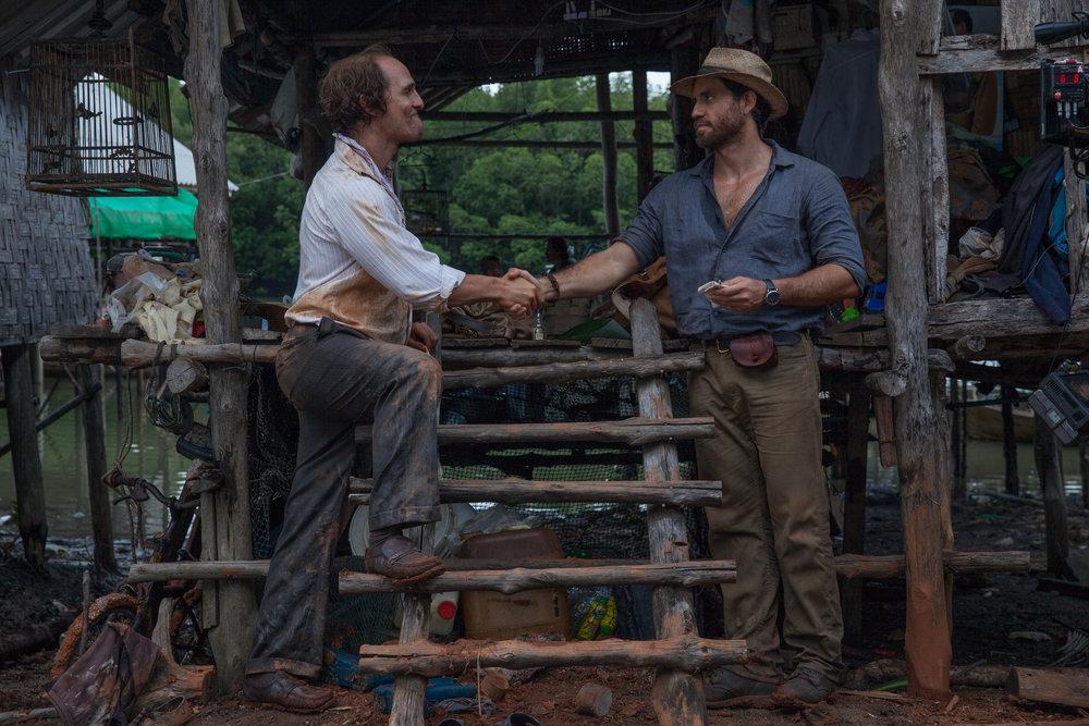 Gullgraver Kenny Wells (Matthew McConaughey)og geolog Michael Acosta (Edgar Ramirez) gjør en avtale.