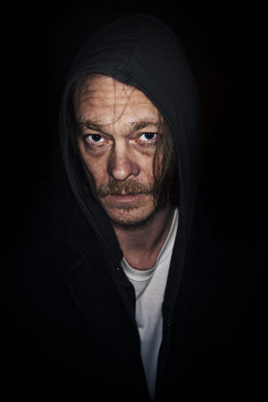 - Det som er in nå er dark shit - dystre serier der vi skuespillere ikke skal være vakre og pene lenger, sier Joner.