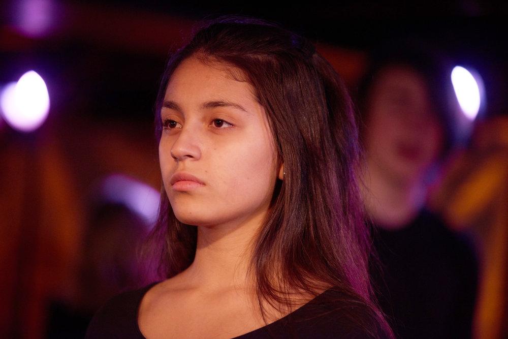 Sandra (Yasmin Ullestad) er blitt kjendis i et realityshow, men nå blir hun stalket av en gutt.