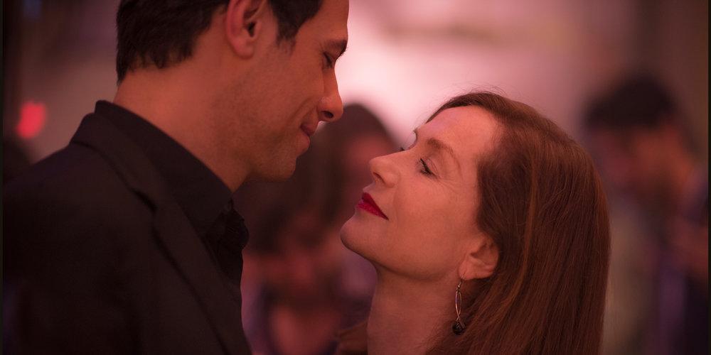 Den kjekke naboen (Laurent Lafitte) er en erotisk fristelse for Michèle Leblanc (Isabelle Huppert).