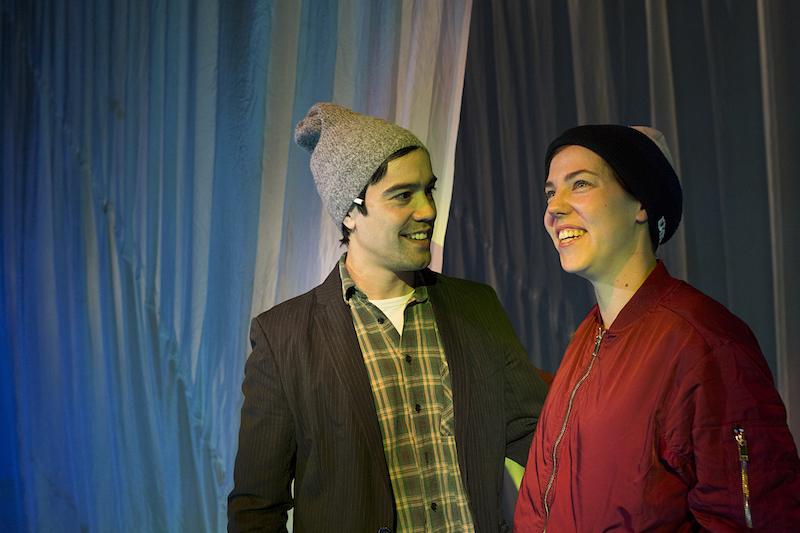 Fredrik (Hermann Sabado) og Agnes (Hanne Skille Reitan) finner gleden ved å være sammen.