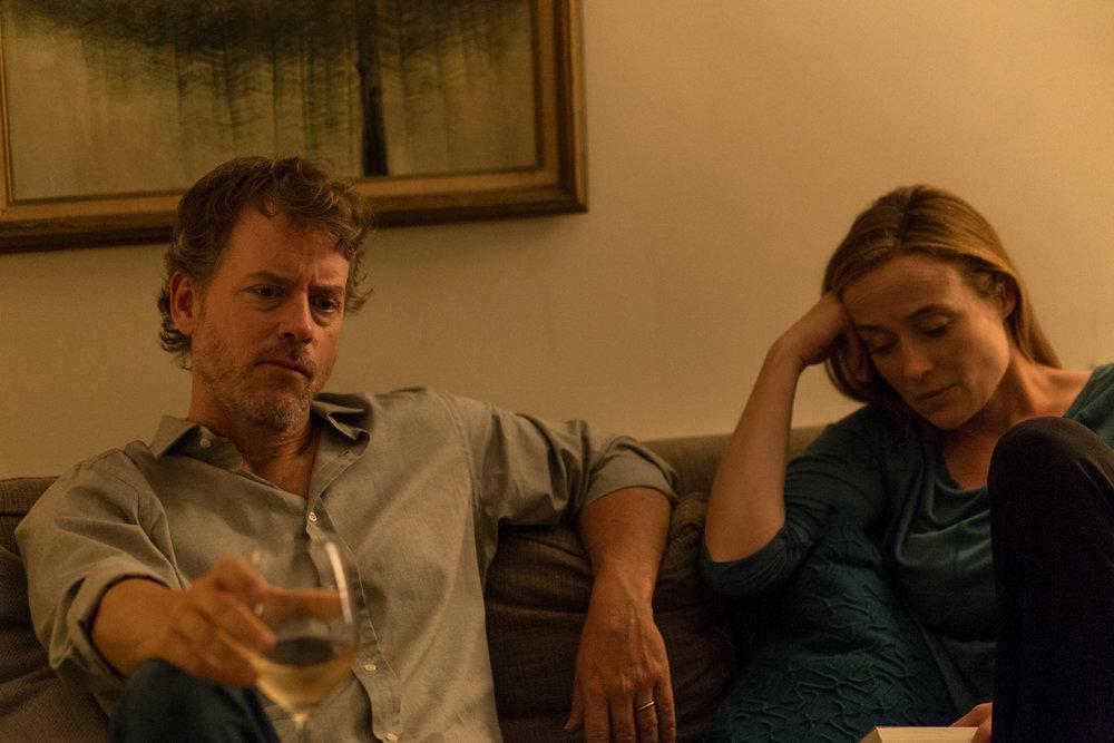 Voksenlivet er ikke alltid lett. Ekteparet Jardine spilles av Greg Kinnear og Jennifer Ehle.