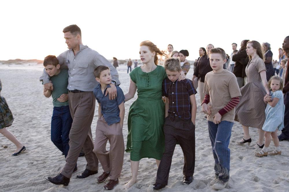 Scene fra den storslagne gullpalmevinneren  The Tree of Life  der Brad Pitt spilte autoritær far på 1950-tallet. Kona ble spilt av Jessica Chastain.