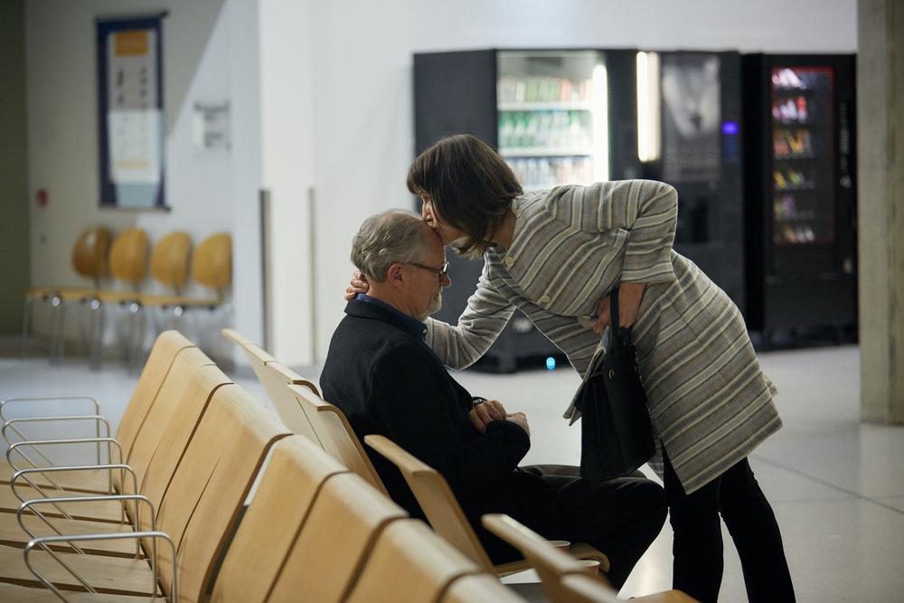 Det finnes fortsatt ømhet mellom de skilte ektefellene Margaret (Harriet Walter) og Tony (Jim Broadbent).