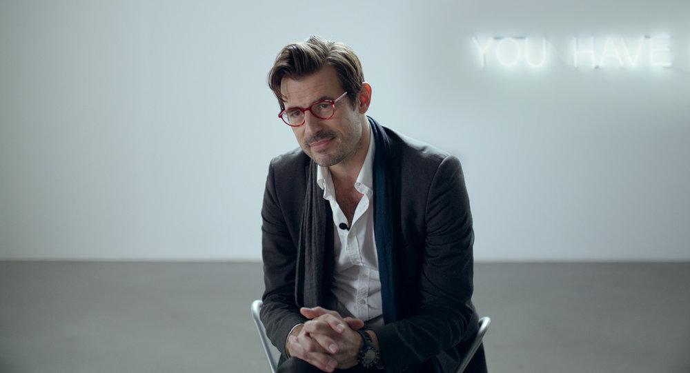 Samtidskunstmuseets kunstneriske leder, Christian Juel Nilsen (Claes Bang).