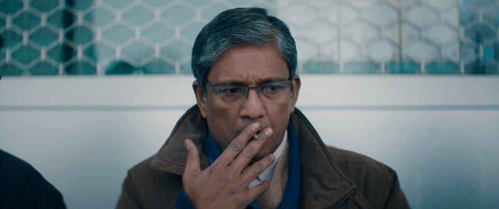 Nishas far (Adil Hussain) slites mellom kjærlighet til datteren og sosialt press fra det pakistanske miljøet.