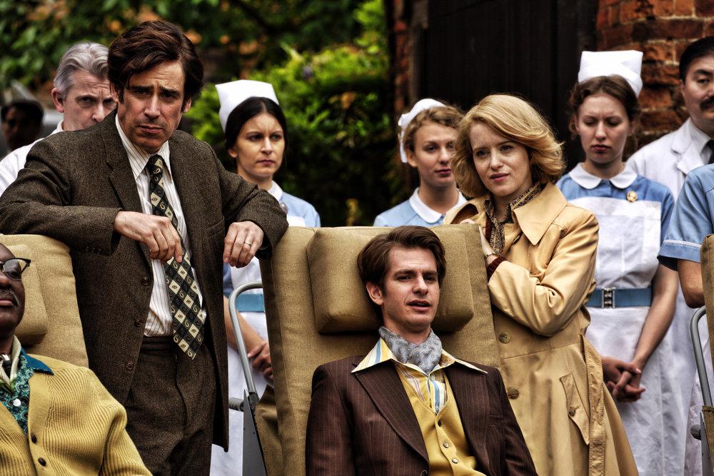 Poliorammede Robin Cavendish (Andrew Garfield) og hans kone Diana (Claire Foy) måtte slåss for å skaffe rullestoler med innebygd respirator slik at også andre lamme kunne leve utenfor sykehusene.