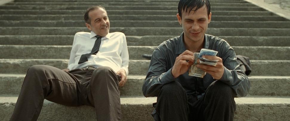 Kynikeren Gabor Stern (Merab Ninidze) utnytter flyktningen Aryan til å tjene penger på hans evne til å sveve.