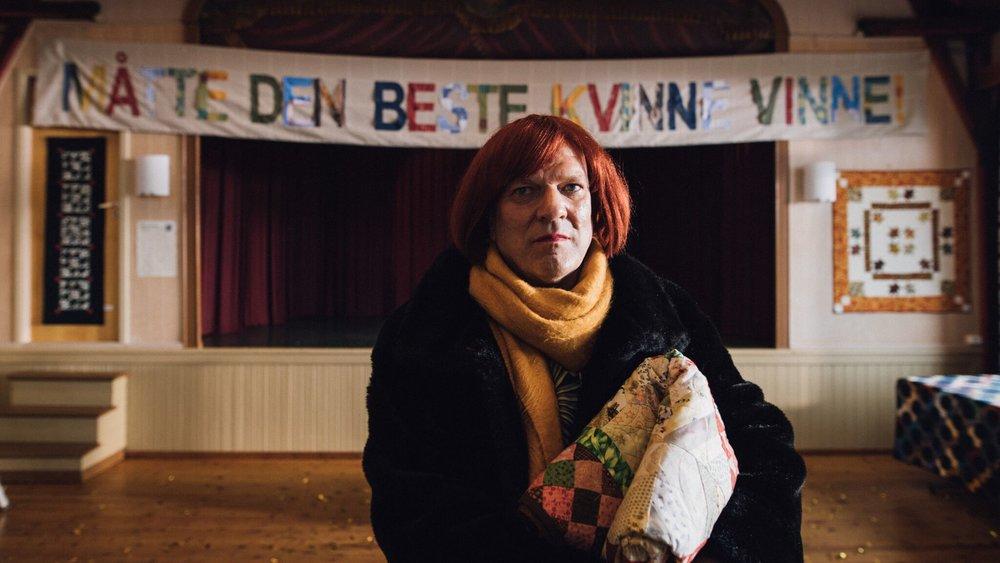 Målet for transpersonen Georg Margrethes reise fra Oslo til Ona fyr er å bringe avdøde Irenes teppe til NM i kvilting.
