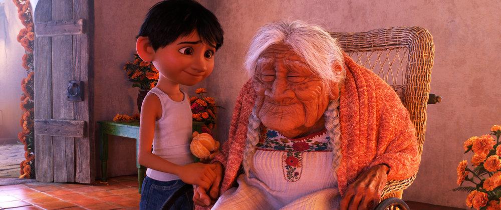 Miguel og oldemor Coco vekker opp gamle minner.